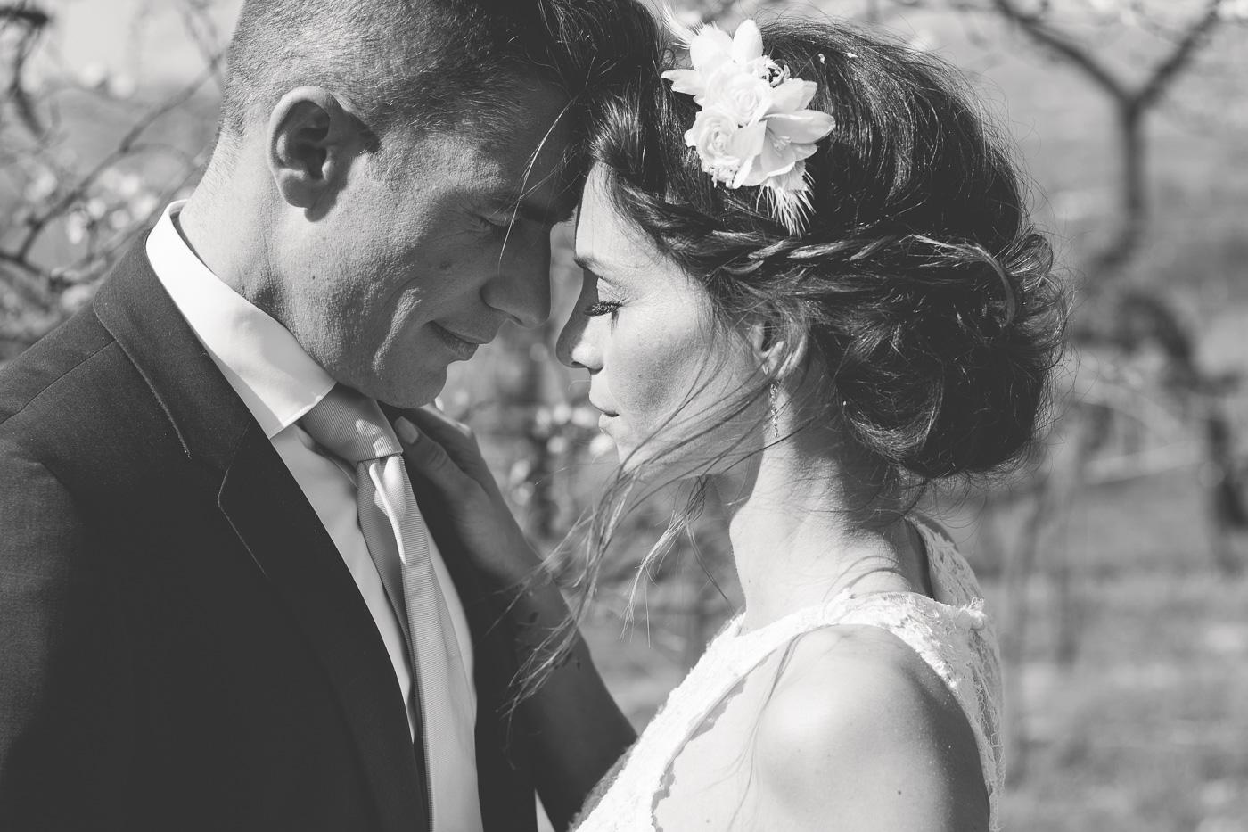 Brautpaar geniesst den Moment und wird fotografiert vom Wiener Fotografen Markus Winkelbauer